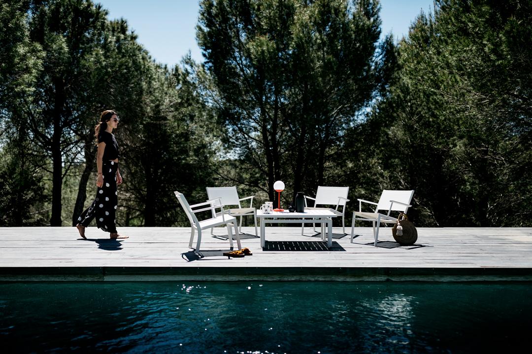 table basse metal, fauteuil de jardin, salon de jardin fermob, salon de jardin design