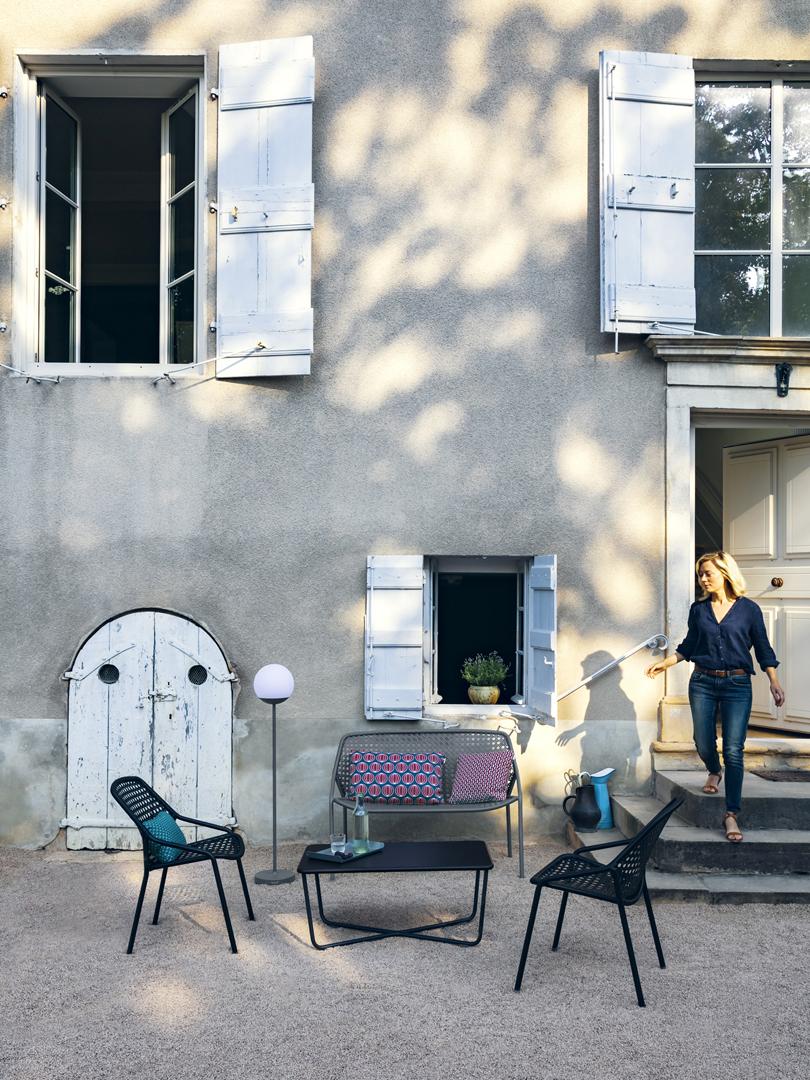 fauteuil de jardin, lampadaire jardin, lampe nomade, table basse metal, salon de jardin