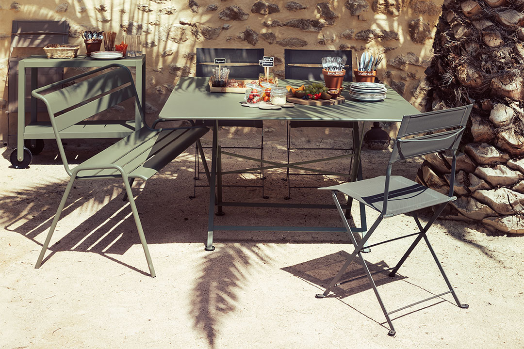 table de jardin carree, table metal, table pliante, chaise de jardin, mobilier de jardin