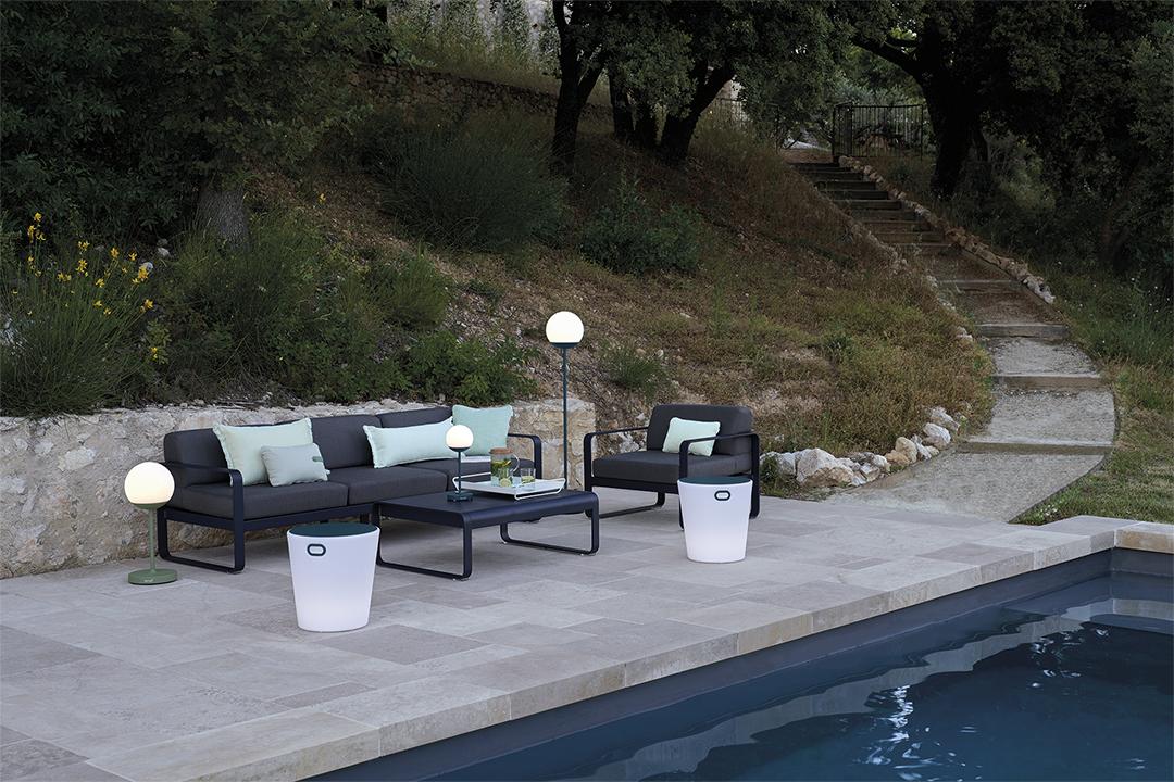 salon de jardin, canapé de jardin, lampe extérieur, table basse métal, mobilier de jardin, plateau de service