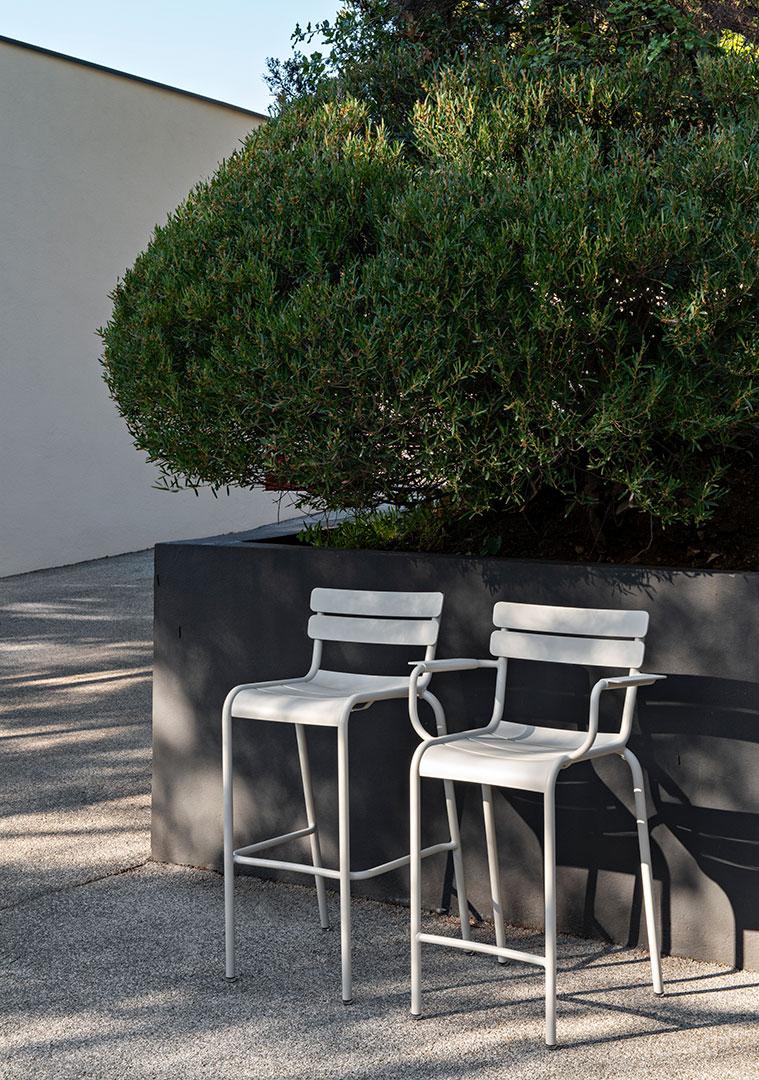 chaise de bar, chaise de bar avec accoudoir, chaise de bar en metal, high metal chair