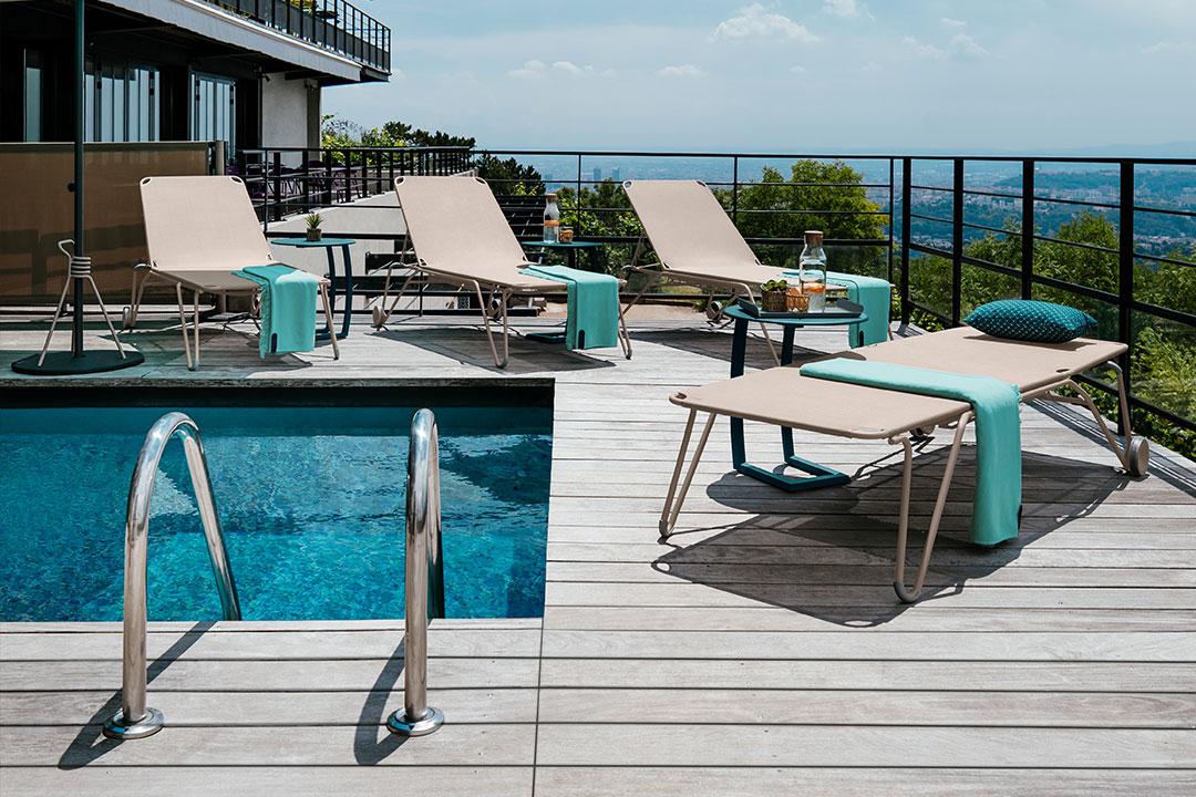 chaise longue fermob, chaise longue hotel, bain de soleil hotel, transat hotel