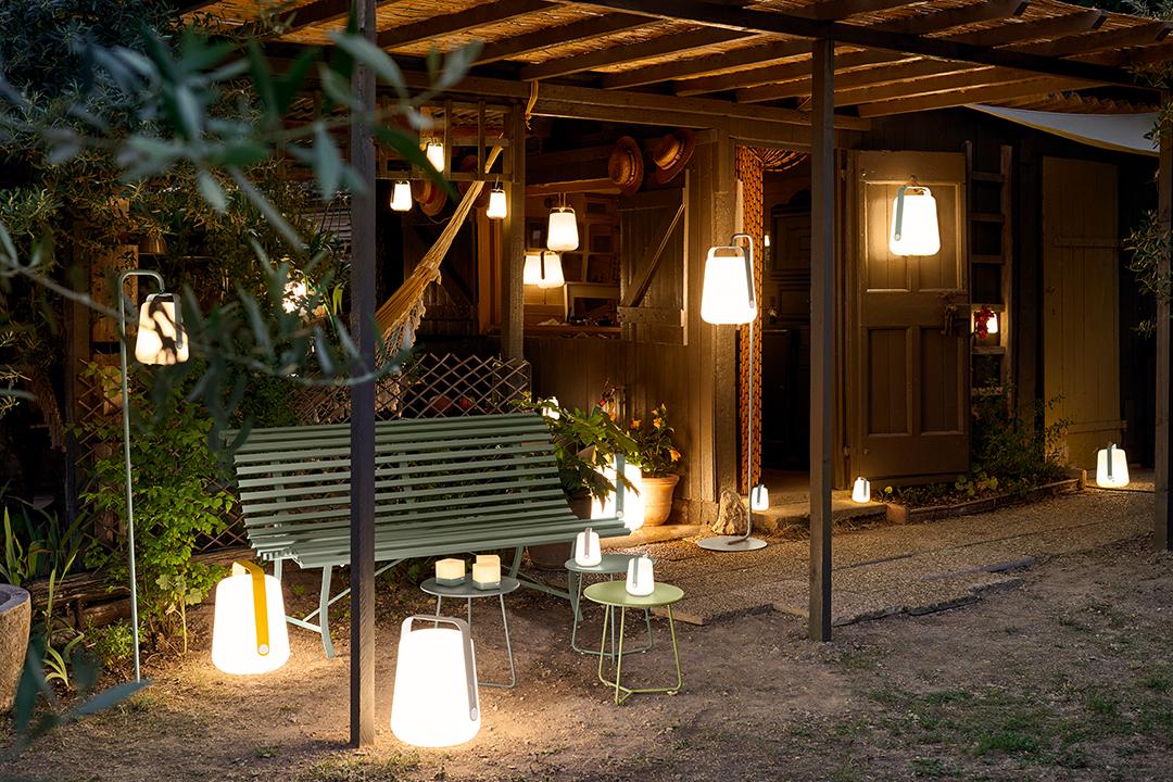 salon de jardin, lampe d exterieur, almpe de jardin, lampe baladeuse, banc de jardin, table basse metal