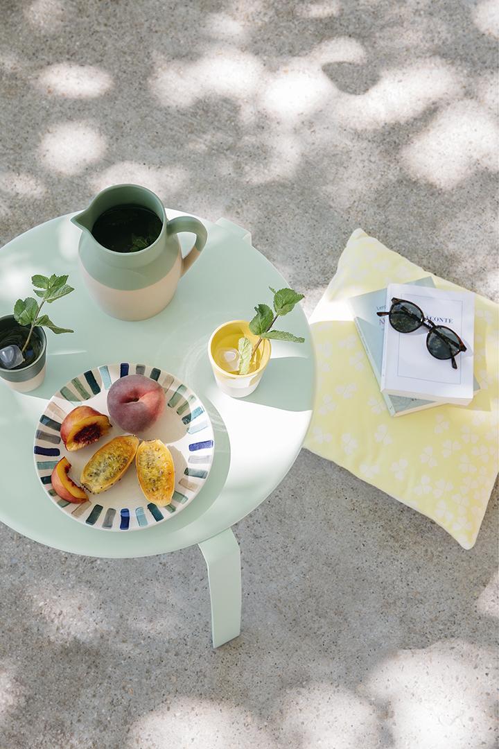 table basse alize, table basse fermob, bord de piscine, mobilier de jardin, mobilier d'exterieur, coussin outdoor