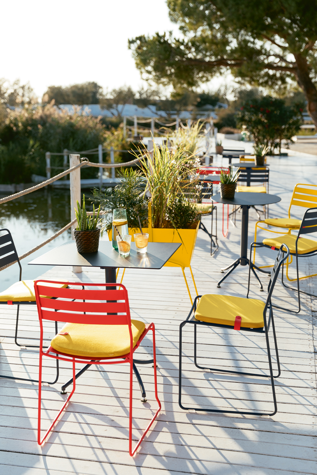 chaise metal, outdoor furniture, mobilier exterieur, oudoor chair, fermob chair, table metal pliante, terrasse restaurant
