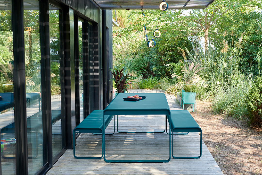table metal, banc metal, table de jardin, mobilier de jardin, mobilier d exterieur, guirlande lumineuse, luminaire, led, luminaire bluetooth, plateau