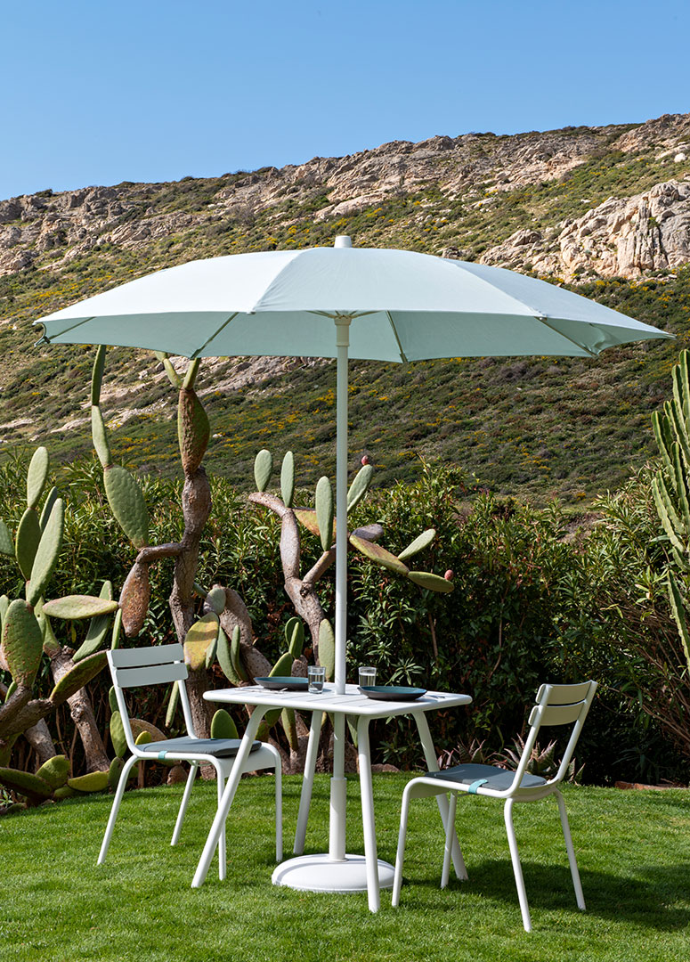 parasol rond, chaise luxembourg, mobilier de jardin, table metal, chaise metal, outdoor furniture