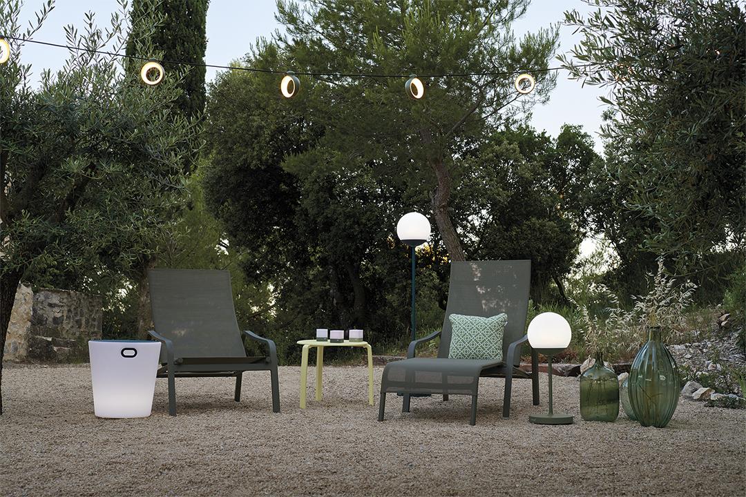fauteuil de jardin, chaise longue, guirlande d exterieur, guirlande de jardin, guirlande terrasse lampe sans fil, tabouret lumineux, lampadaire sans fil, lampe bluetooth, lampe fermob