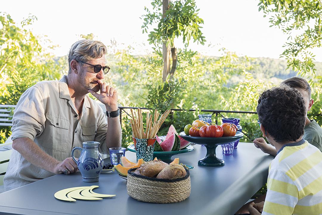Table d'extérieur, coin repas, dessous de plat, outdoor, mobilier d'exterieur