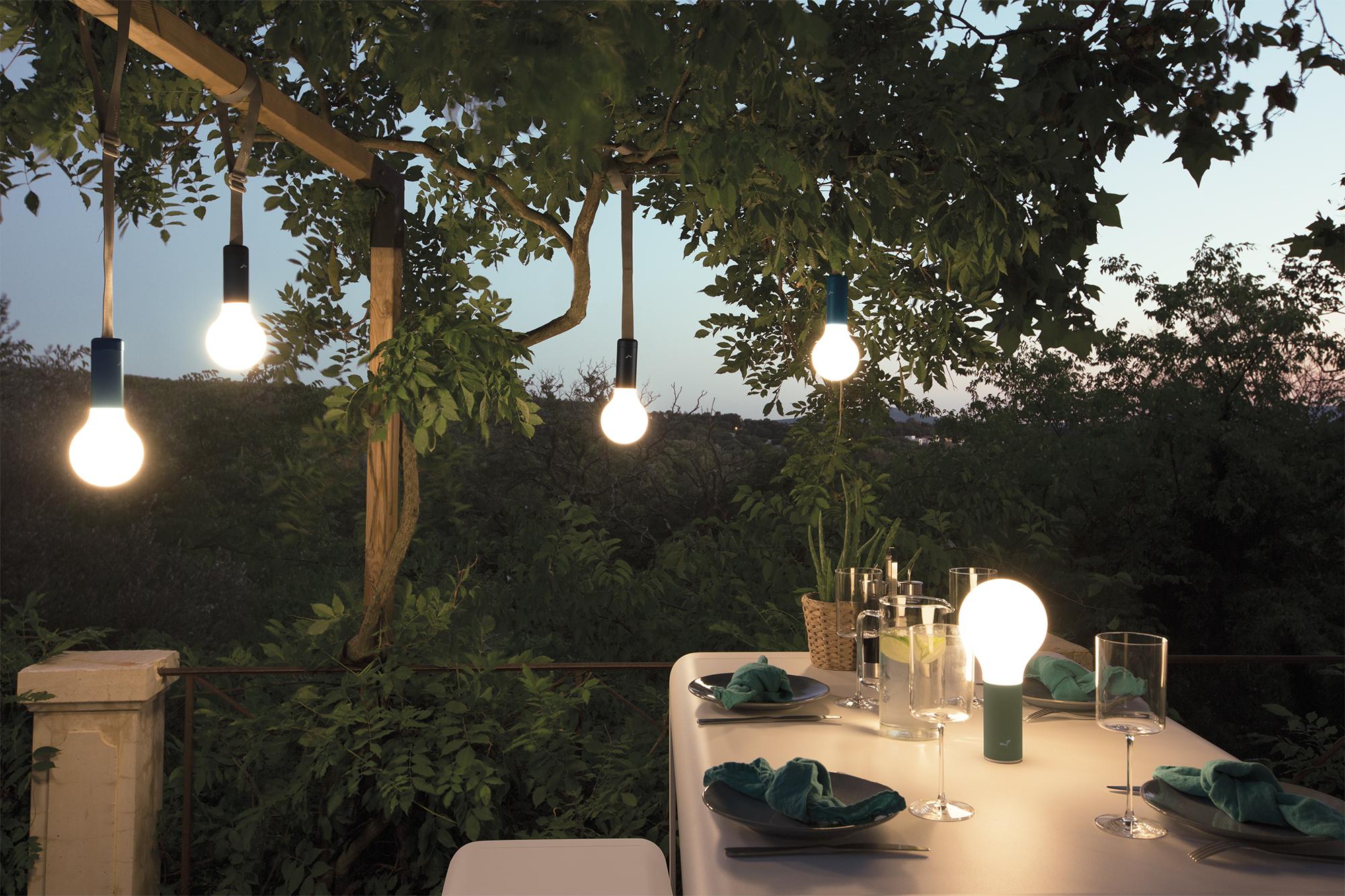 Lampe sans fil, lampe outdoor, lampe nomade, lampe rechargeable, lampe d'exterieur, lampe outdoor, lampe de jatdin, lampe suspendue, lampe à poser