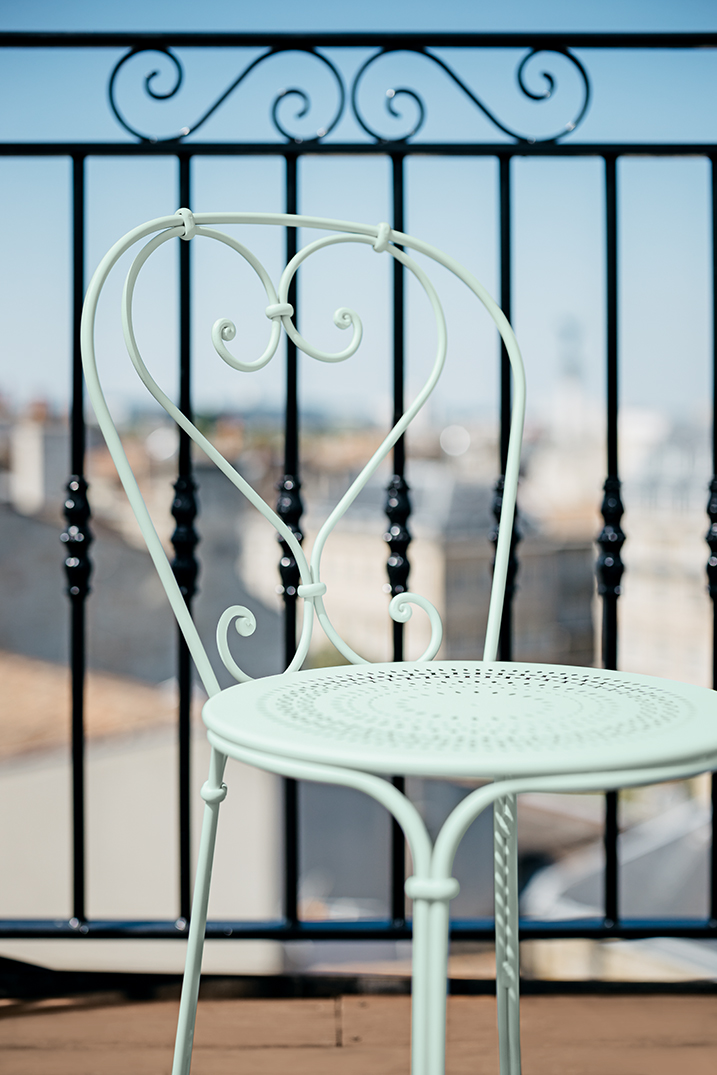 chaise metal, chaise fermob, chaise terrasse, terrasse restaurant, mobilier metal