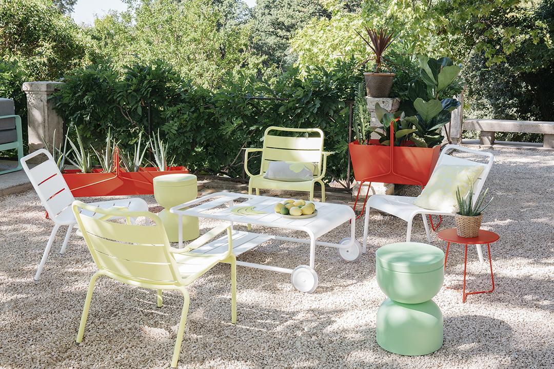 Fauteuil bas, lounge, exterieur, jardin, metal, fermob, mobilier, accessoires, déco, jardinière, table d'appoint
