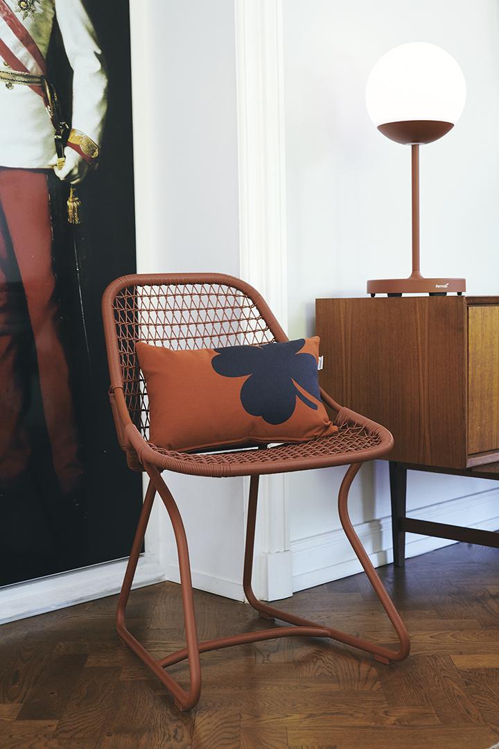 chaise de jardin, chaise design, chaise retro, coussin d exterieur, lampe sans fil, lampe bluetooth, lampe à poser, lampe fermob