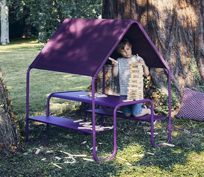 cabane, table de jardin pour enfant, table enfant abrité, table enfant protège du soleil