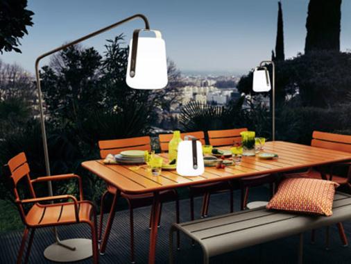 Les luminaires, lampes outdoor à poser, suspensions Fermob