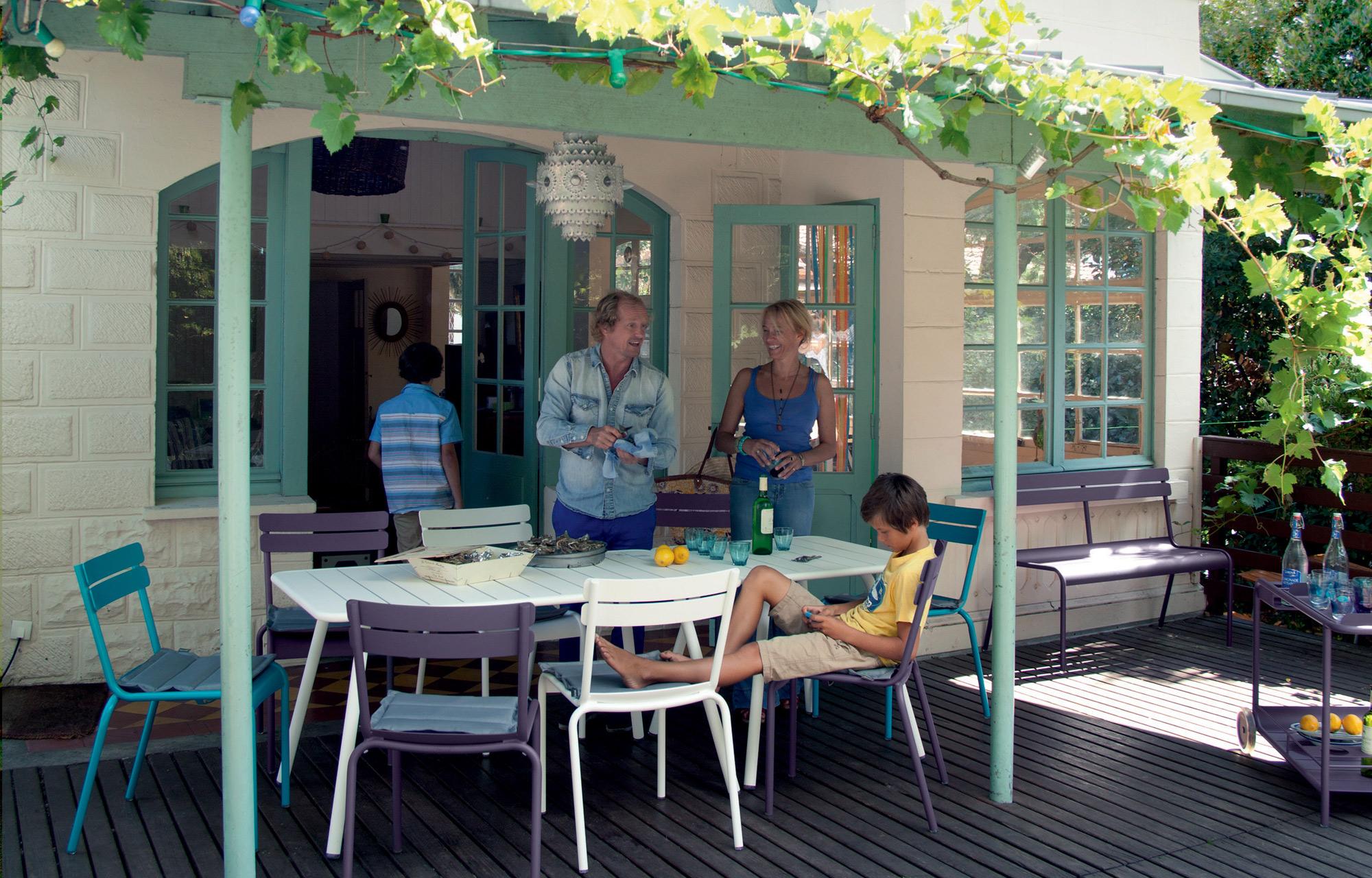 Fermob you with victor c cile oscar hugo marguerite for Ensemble mobilier jardin
