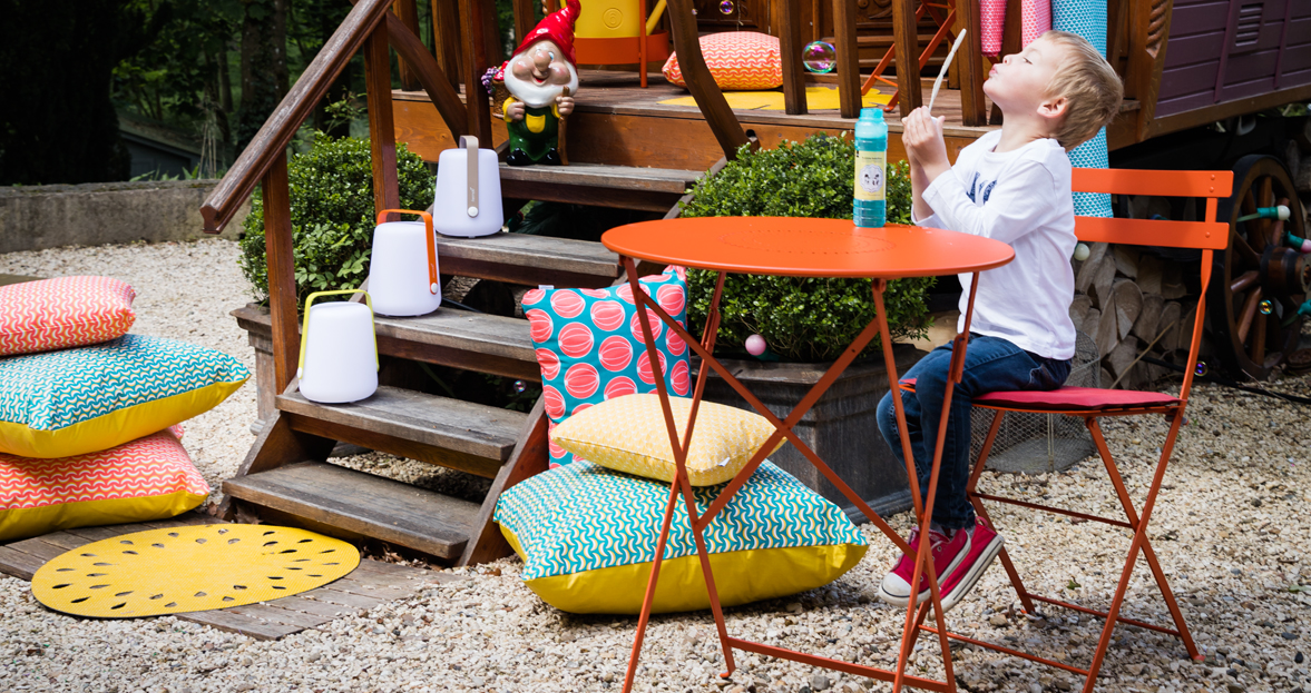coussin outdoor lampe nomade table de jardin