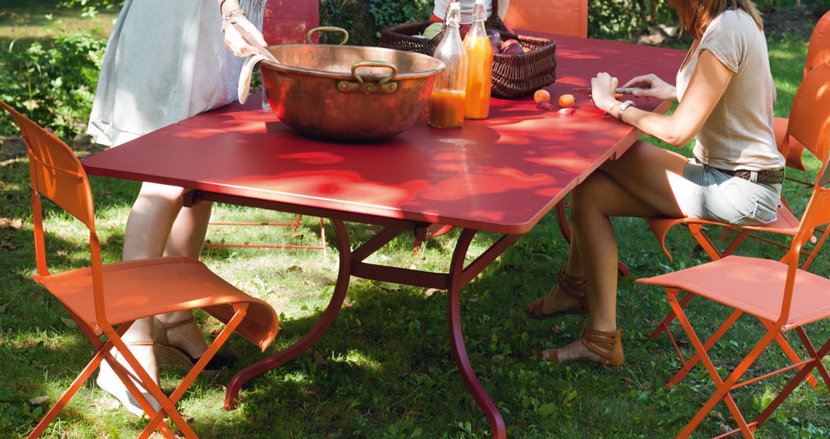 Table allonges romane table de jardin table jardin 14 for Table 14 personnes