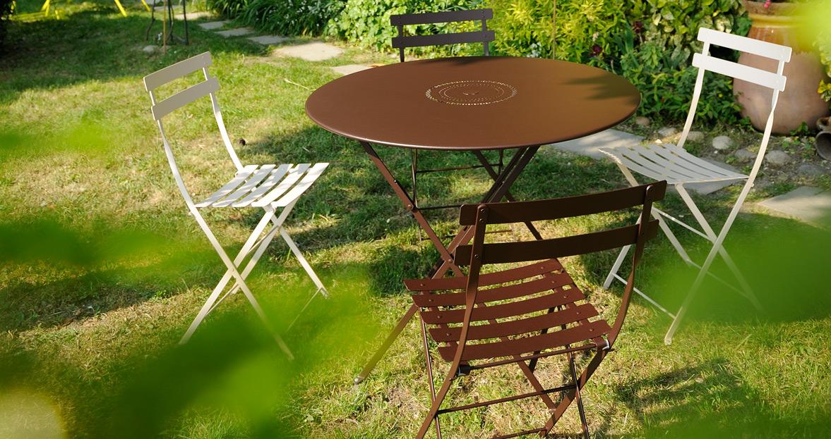 chiase metal et table de jardin