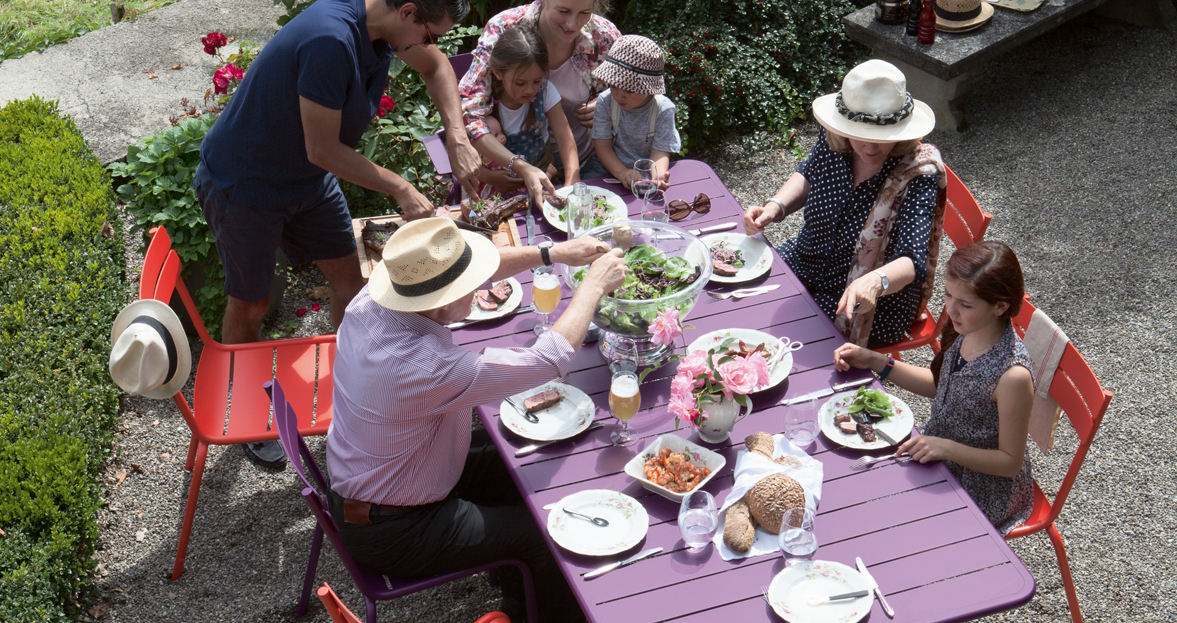 chaise metal et table de jardin