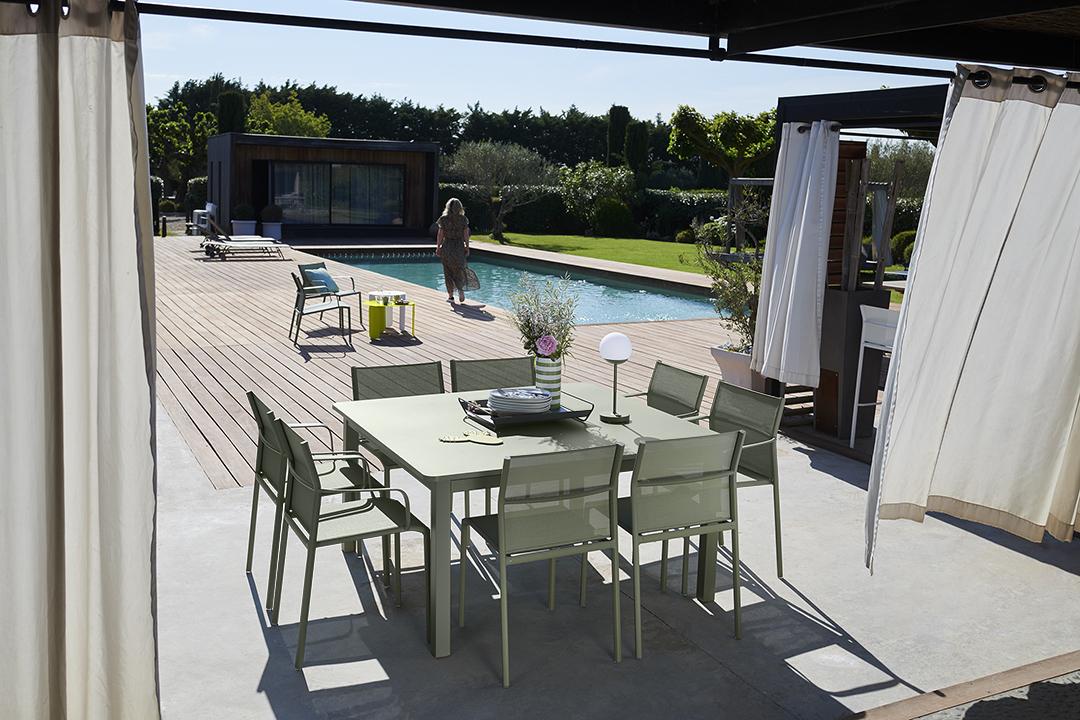 chaise de jardin, table metal, table de jardin, table carre, chaise en toile, mobilier de jardin fermob