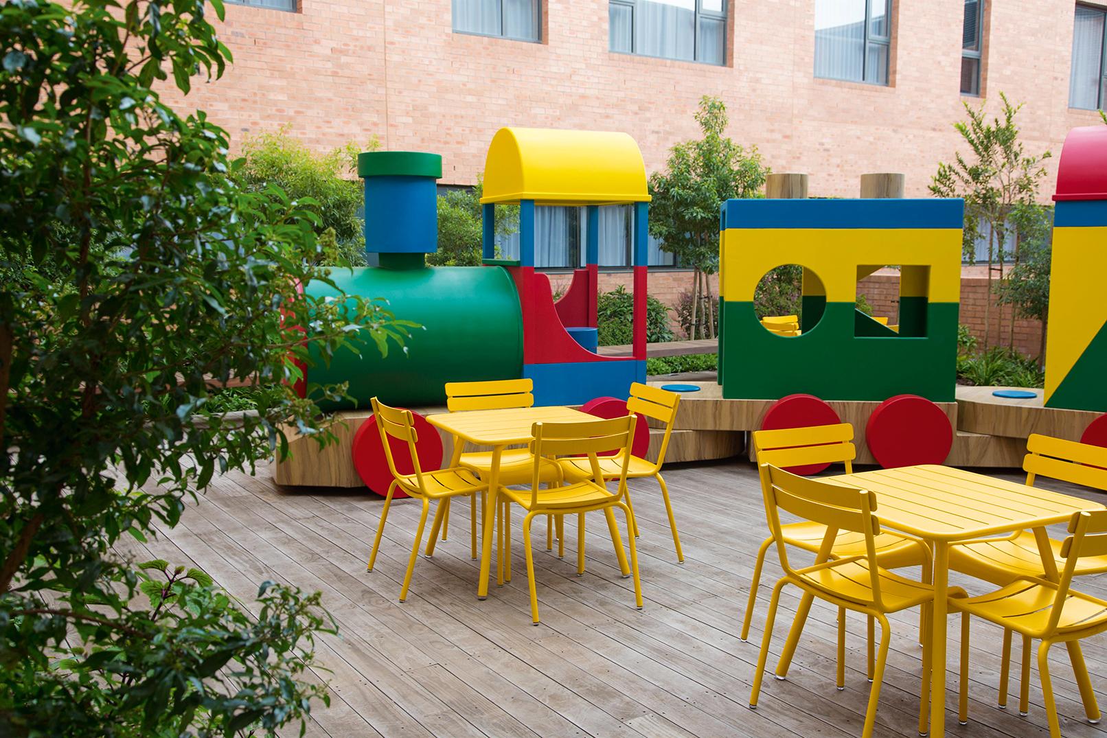 chaise métal, outdoor chair, kid chair, kid table, outdoor furniture, fermob table, fermob chair