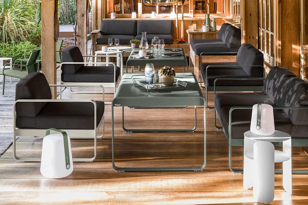 fauteuil exterieur, outdoor lounge, lounge, lounge armchair, fauteuil fermob, espace lounge, chaise fermob, fauteuil fermob, canape exterieur, outdoor sofa, outdoor lamp, lampe exterieur, lampe fermob, fermob lamp