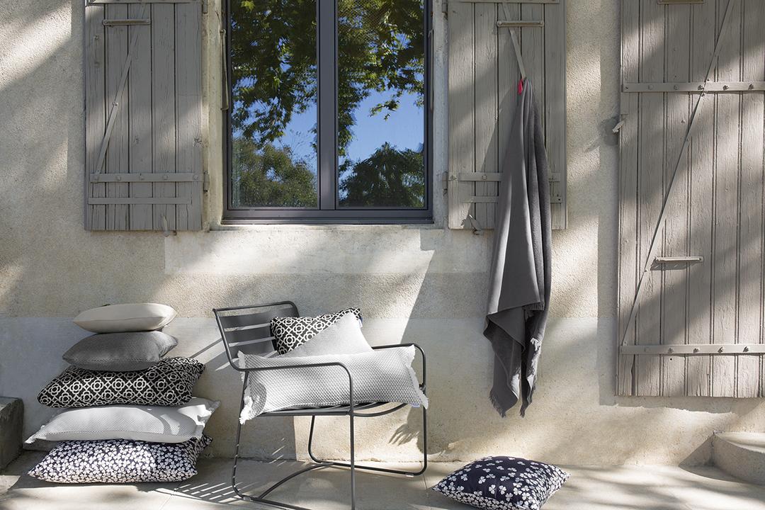 fauteuil de jardin, fauteuil metal, fauteuil terrasse, fauteuil de jardin design, coussin outdoor, fouta