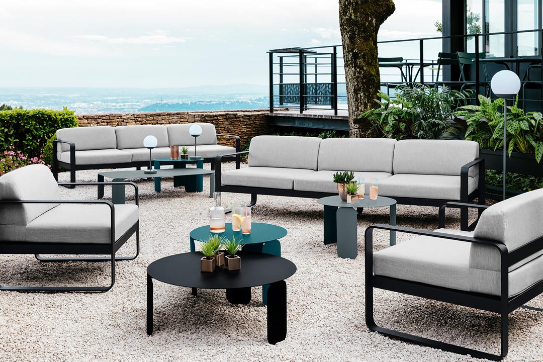 mobilier terrasse hotel, fauteuil de jardin, canape d exterieur, table basse metal