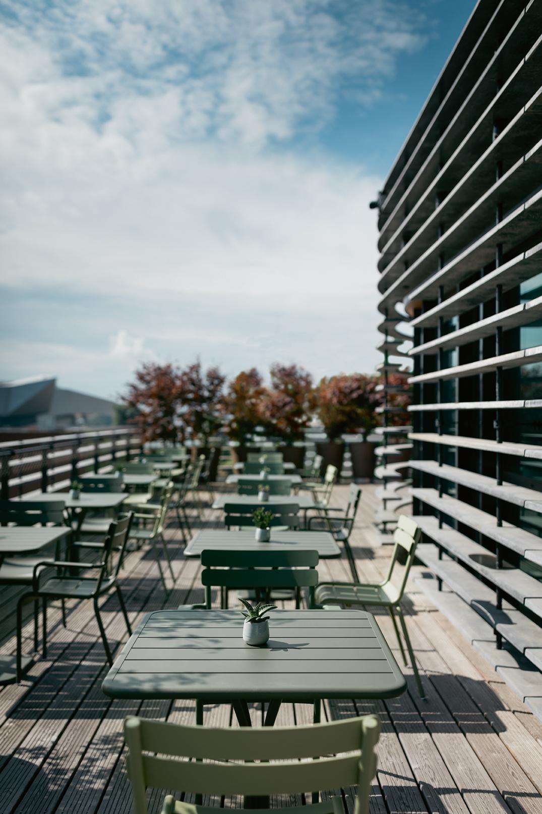 chaise métal, fermob, table restaurant, table chr, table metal, chaise metal, chaise fermob, chaise luxembourg