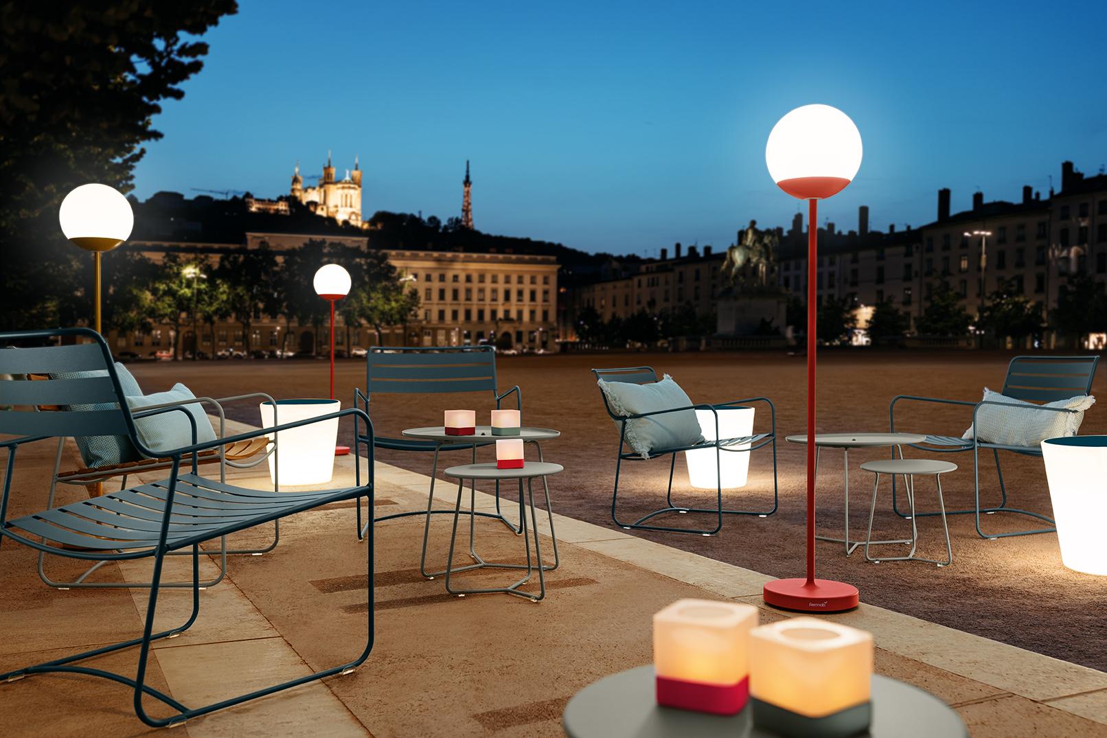 fauteuil metal, metal armchair, fermob armchair, outdoor furniture, mobilier exterieur, terrasse restaurant, terrasse hotel