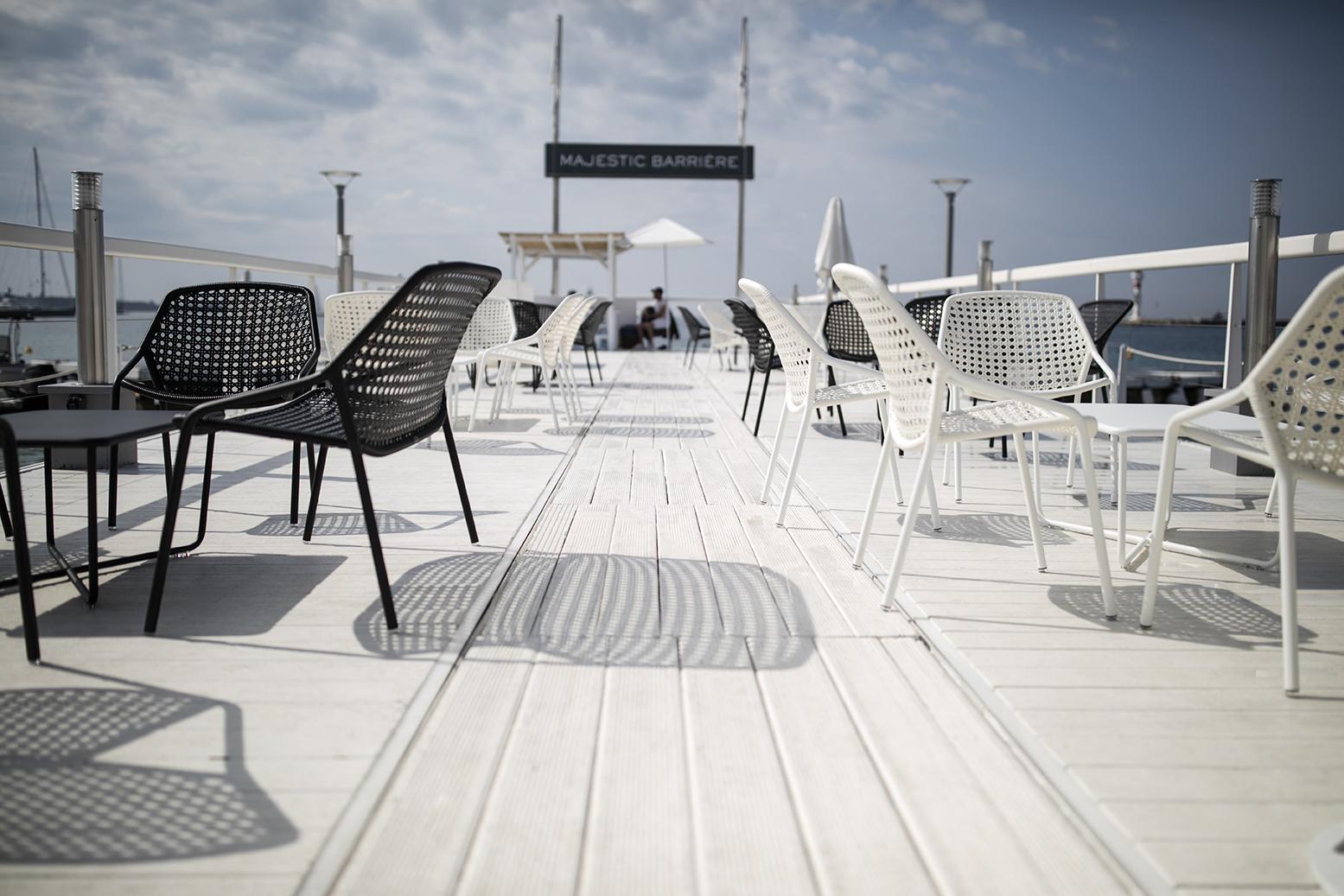 fauteuil de jardin, mobilier terrasse hotel, terrasse hotel, table metal, mobilier fermob