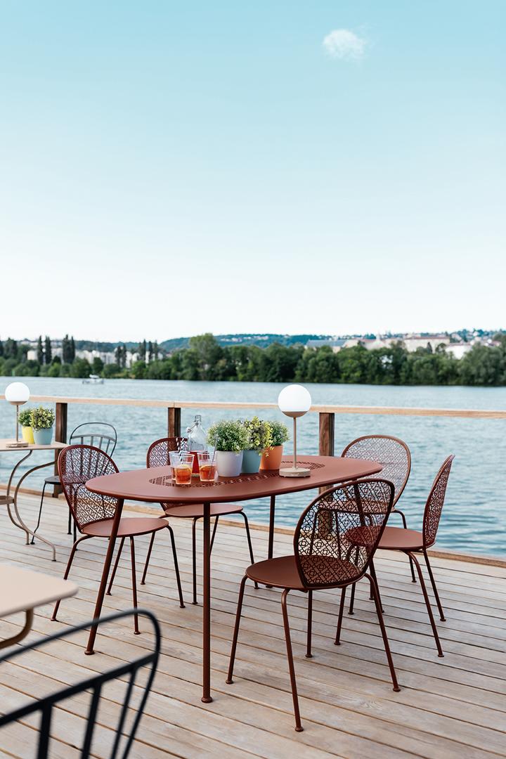 chaise metal, chaise fermob, terrasse de restaurant, luminaires exterieurs, outdoor furniture, outdoor chair, fermob chair, chaise fermob, outdoor lamp