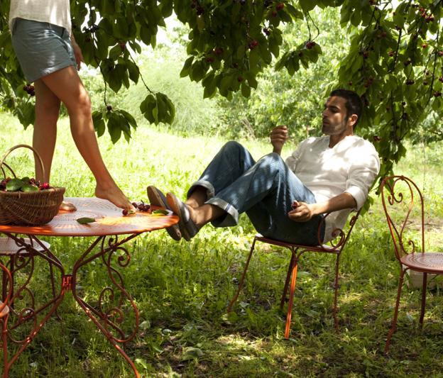 Table 1900 fermob de jardin romantique ronde en fer et en couleurs - Table jardin romantique fort de france ...