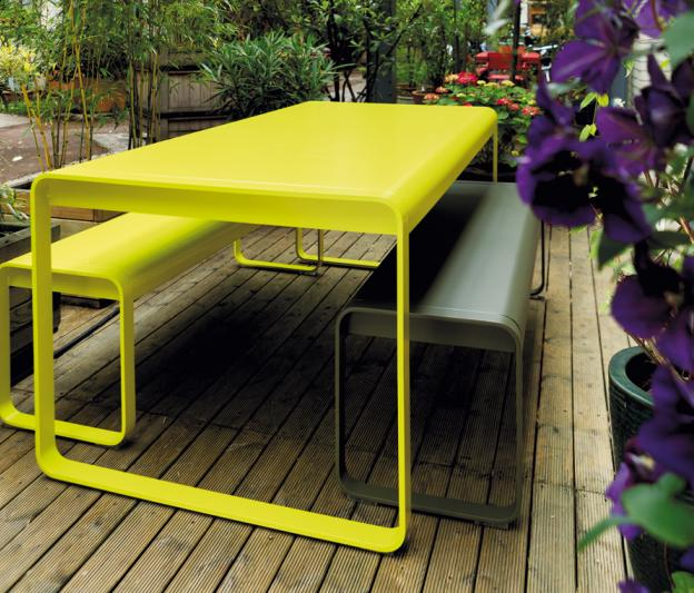 Banc bellevie fermob de jardin design contemporain en for Table exterieur de couleur