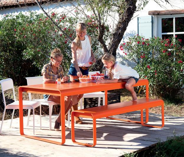 table bellevie fermob contemporaine pour l 39 ext rieur rectangulaire en couleur et m tal design. Black Bedroom Furniture Sets. Home Design Ideas