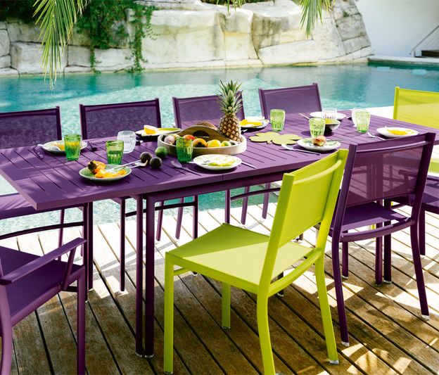 Beautiful table de jardin en metal de couleur gallery awesome interior home satellite Meuble jardin metal