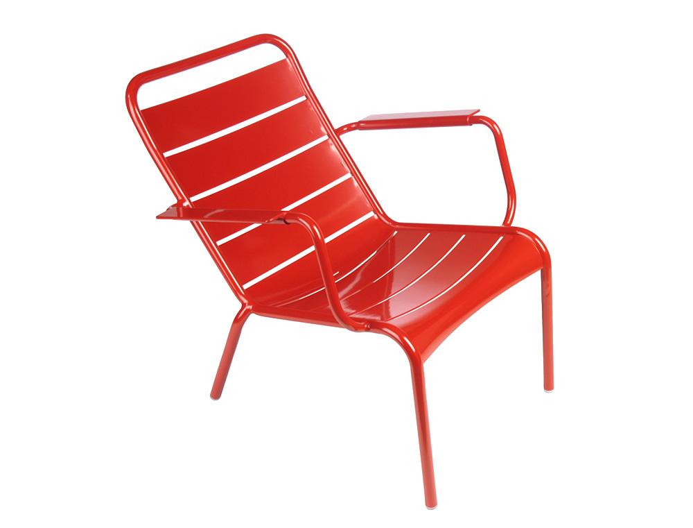 fauteuil bas luxembourg fermob de jardin design empilable en aluminium et en couleurs. Black Bedroom Furniture Sets. Home Design Ideas