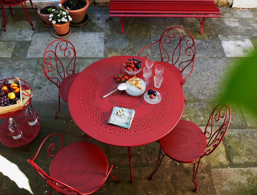 Chaise montmartre fermob pour le jardin meuble traditionnel volutes en fer forg et en couleurs - Chaise jardin couleur ...
