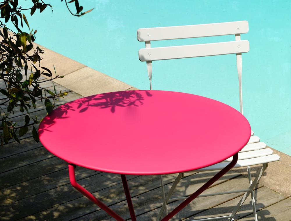 Gu ridon tertio fermob petite table ronde d 39 ext rieur en m tal et en couleurs pliant for Petite table ronde de jardin leclerc